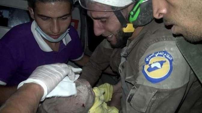 1 aylık bebek enkazdan sağ çıkarıldı