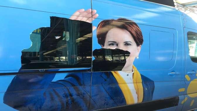 İyi Parti otobüsüne saldırı