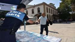İzmit Belediyesinden Cuma Namazı öncesi ücretsiz maske dağıtımı